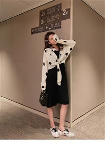2019新款韩版长袖短款波点衬衫女夏连衣裙修身时尚气质套装